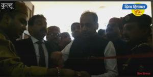कुल्लू दशहरा में सीएम जयराम ठाकुर का जोरदार स्वागत, थाना भवन का किया उद्घाटन।