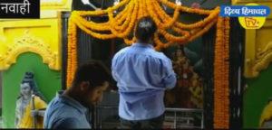 छह क्विंटल फूलों से सजा नवाही देवी मंदिर