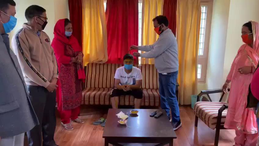 कोरोना ने बदल दिए शादी व्याह के तौर तरीके, मां बाप ने वीडियो कॉलिंग पर निभाई पूरी रस्में।