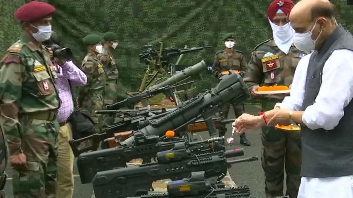 चीन के साथ तनातनी के बीच रक्षा मंत्री बोले, एक इंच जमीन दूसरे के हाथों में नहीं जाने देंगे